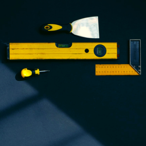 A masonry level with other masonry tools on the table